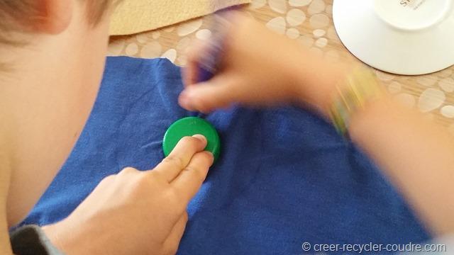 Couture enfant_dessiner le coutour du bouchon  pour le donut
