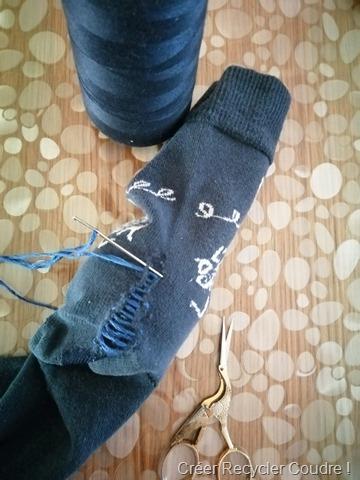 Coudre des traits horizontaux sur les chaussettes sans serrer