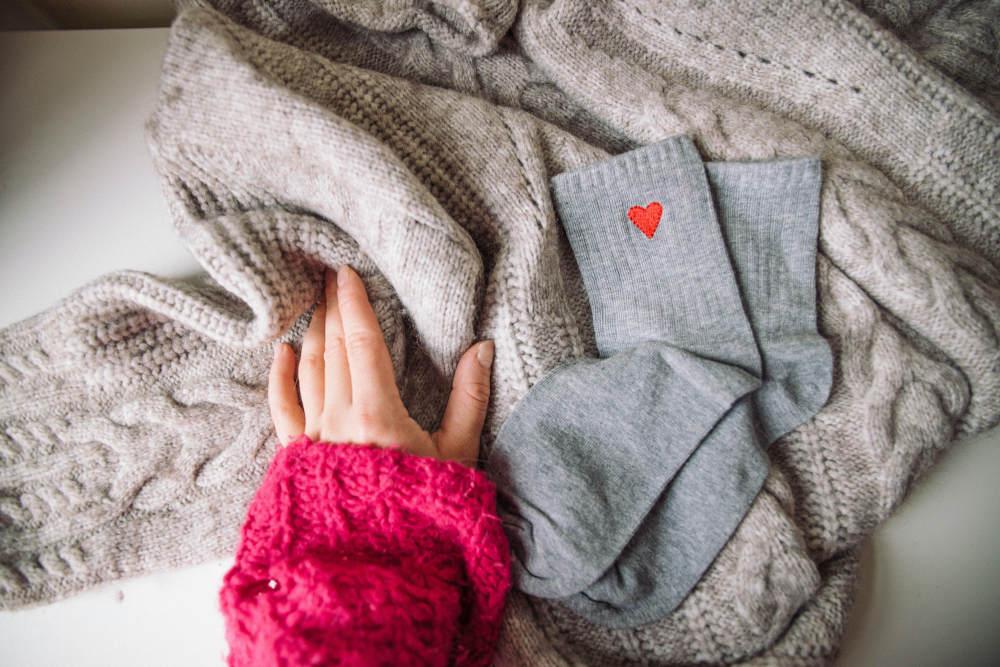 photo de chaussettes brodées coeur