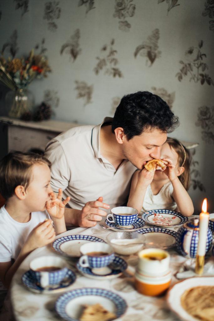 Faire venir toute la famille à table : un défi