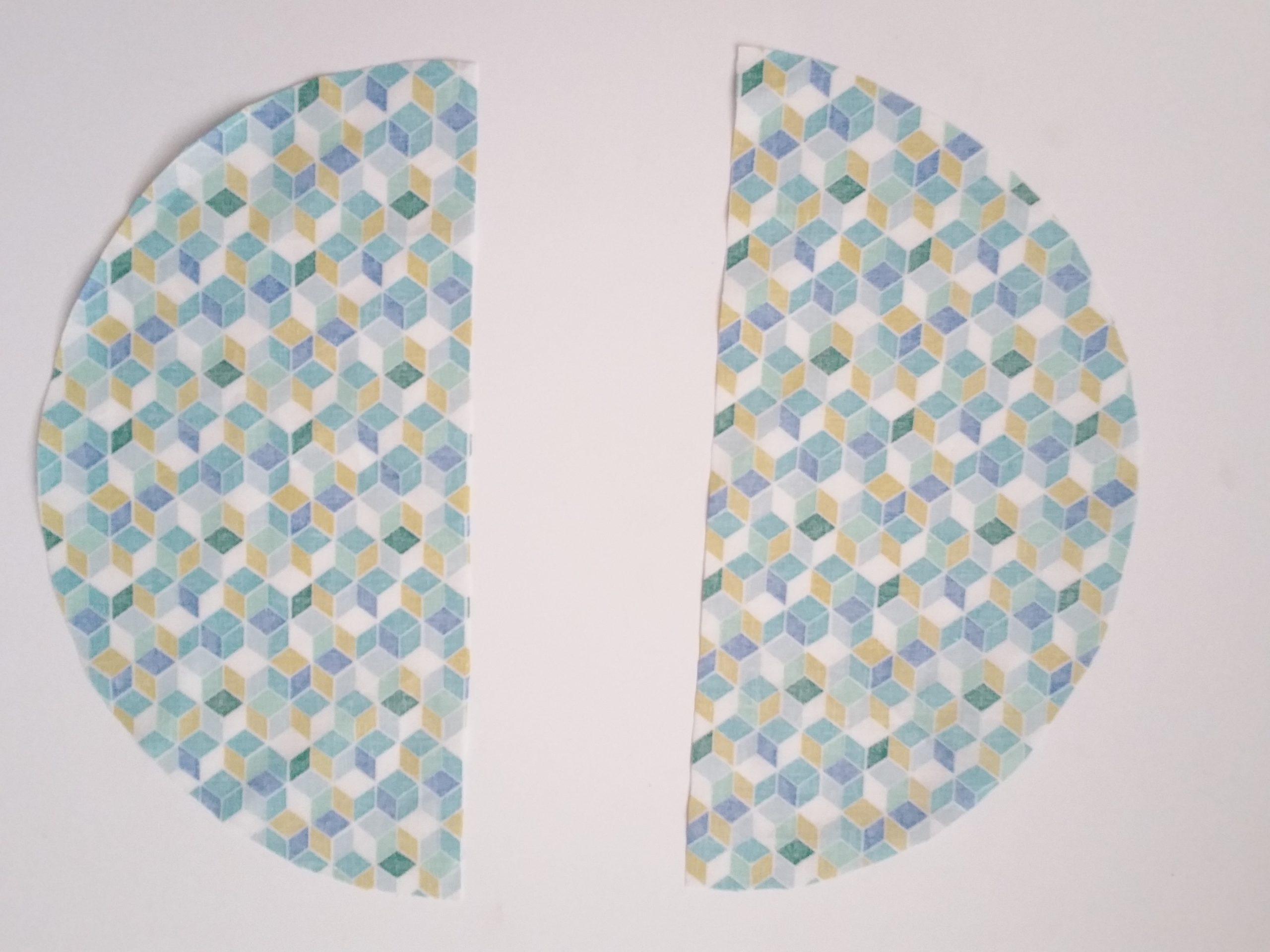 deux demi cercles de tissu