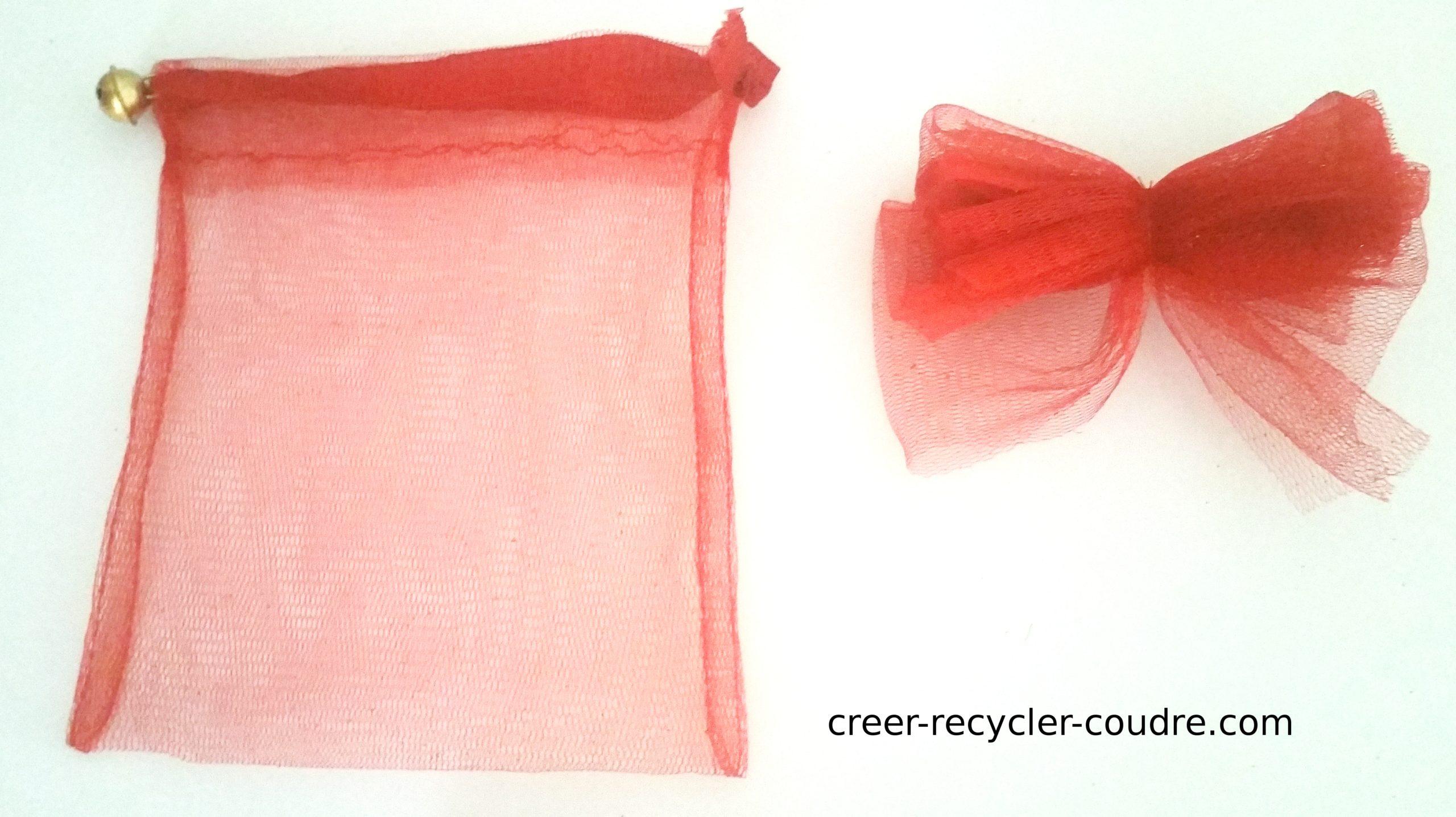 Enrouler le fil autour du ruban pour former un noeud papillon