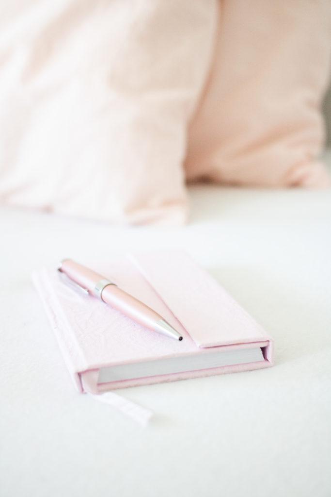 carnet de notes et stylo